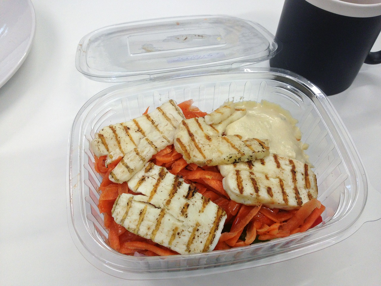 Jednorazowe pojemniki na żywność – co musisz o nich wiedzieć?
